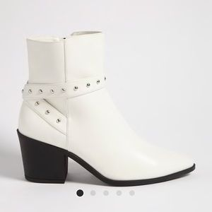 NWOT ankle boot pointed toe